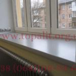 фото: простая установка подоконников Topalit